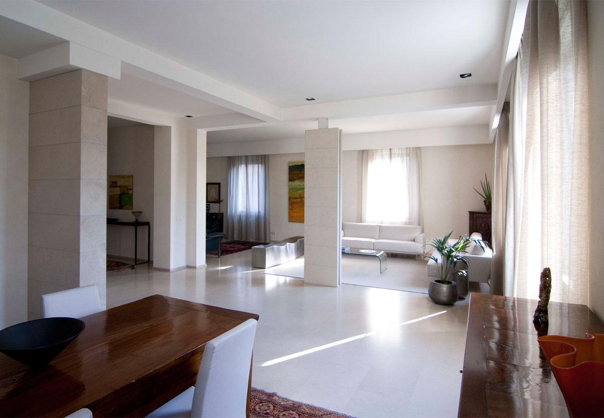 Soggiorni moderni con mobili antichi idee per il design - Mobili salotto moderno ...